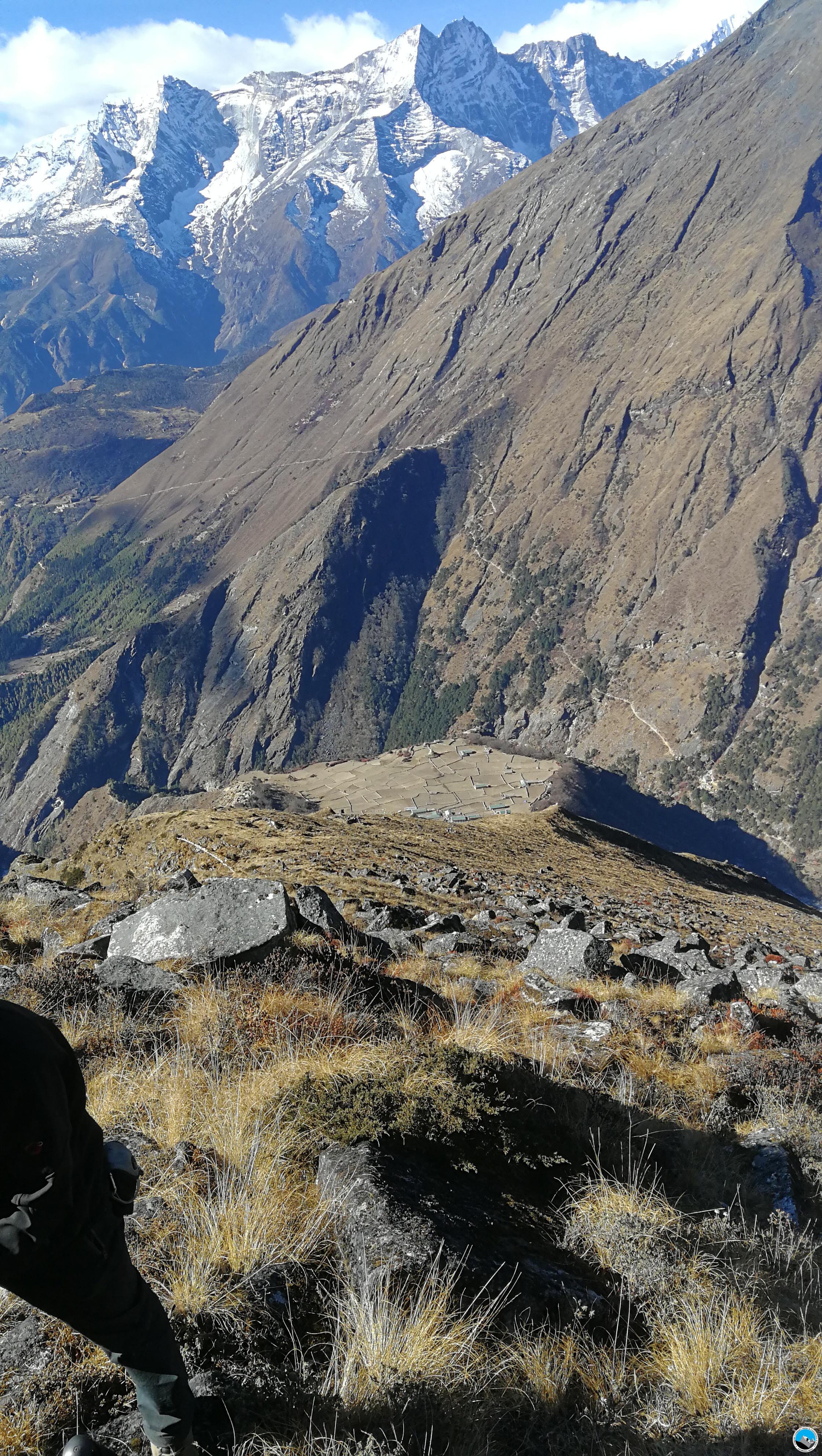 LuriGo Peak 5,212m