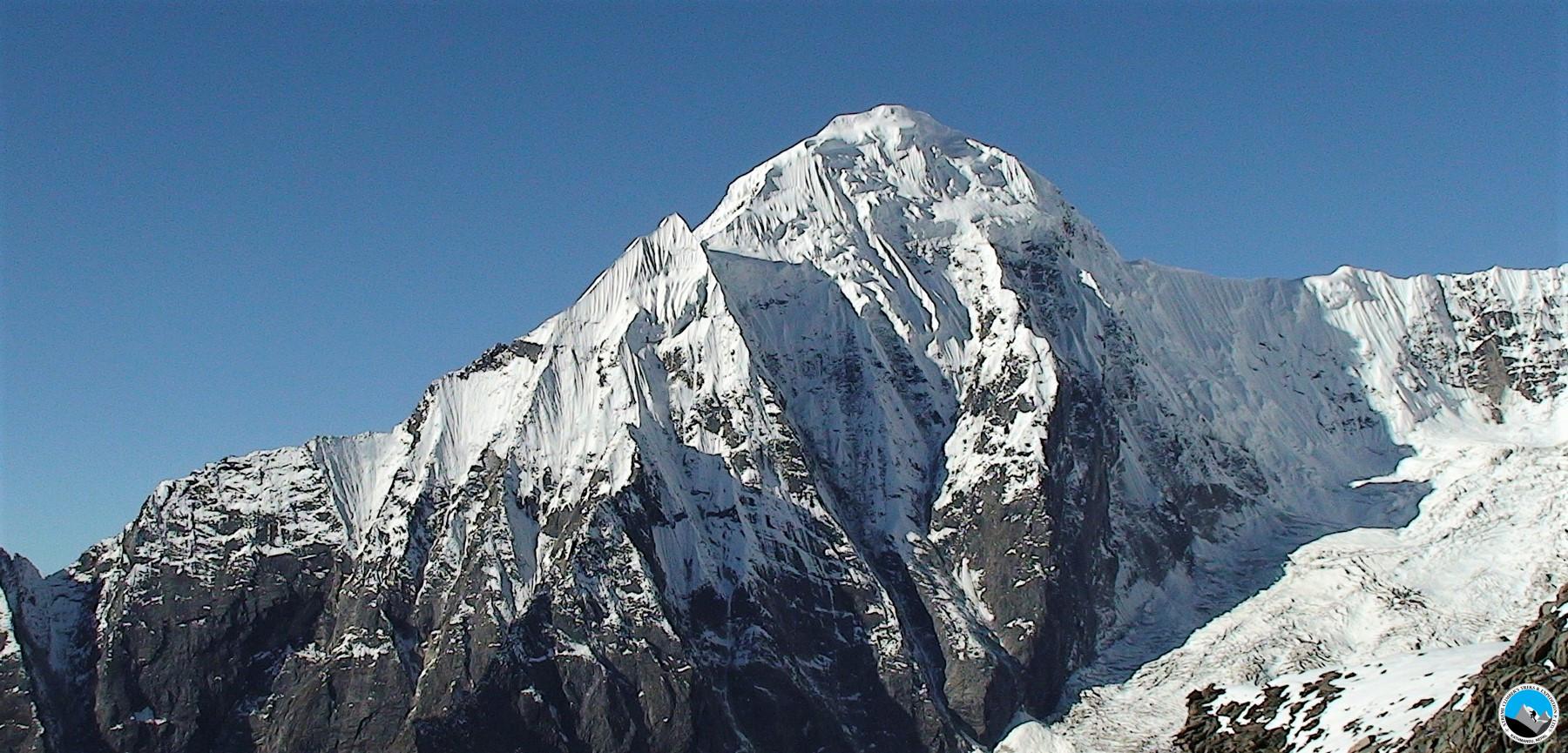 Putha Hiunchuli 7,246m. Expedition via Jomsome