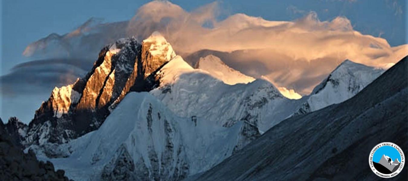 Makalu Sherpani Col (6135m)